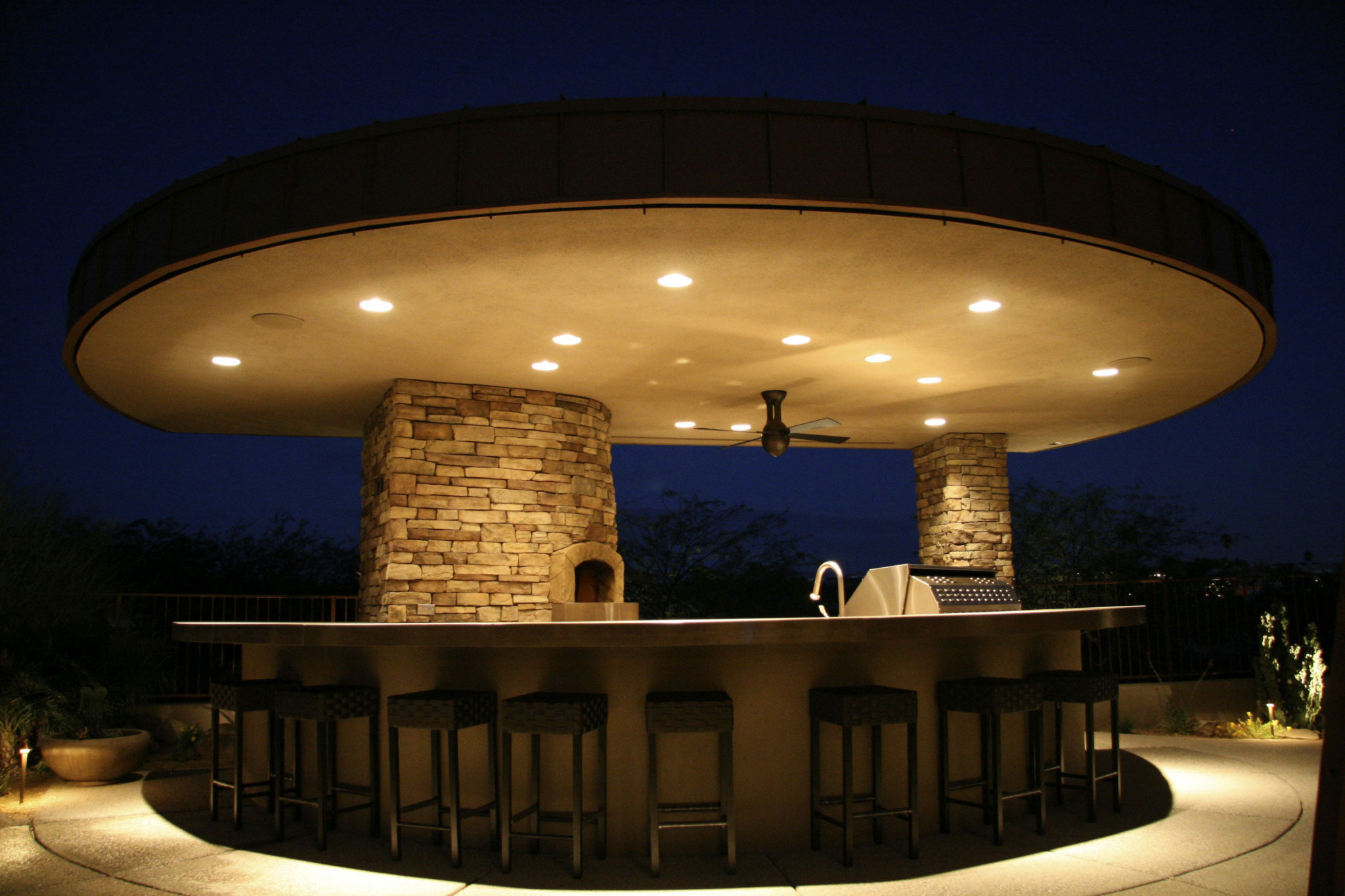 Mugnaini Medio oven in an outdoor setting at night