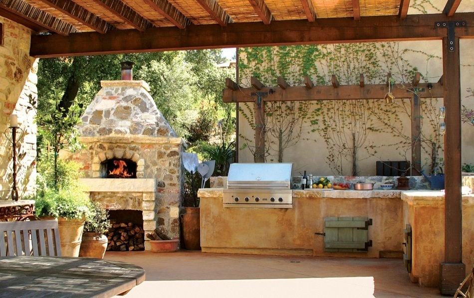 Mugnaini Medio in outdoor kitchen